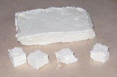 «Фета» очень просто... 1 литр молока Соль.... использую обычное быстропортящееся молоко из пакета, жирность 3,2. Из литра получается примерно 250 гр. готового продукта.