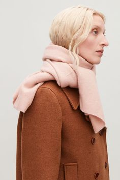 Timeless and versatile, this large rectangular scarf is made from pure cashmere with an extra-soft, fuzzy finish. Cashmere Hat, Pink Scarves, Outfits With Hats, Wool Scarf, Autumn Winter Fashion, Mantel, Style Me, Fashion Outfits, Clothes For Women