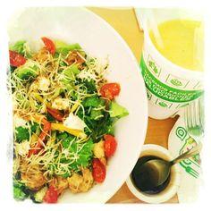 Ensalada con Camarones y Agua de Super Salads