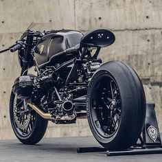 @winston_yeh straight nailed this #bmw #9t Featuring @rolandsandsdesign radial valve covers and breast plate in a special black finish. We also machined a set of one off discs and wheels for the project on our limited release 9t hubsets. The bmw custom market is getting real. Nice work dude