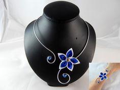 """""""Vic"""" - Parure fleur blanche et bleu roi - personnalisable : Parure par creation-ninie"""