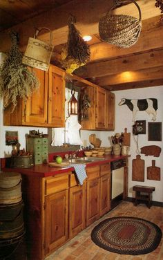 Country Kitchen with Prim Decor Prim Decor, Country Decor, Primitive Decor, Primitive Country, Country Charm, Country Style, Comedor Office, Kitchen Dining, Kitchen Decor