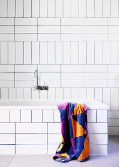 Bathroom Trends: Are Stacked Tiles the New Subway Tile? White Subway Tile Bathroom, White Tiles, Small Bathroom, Modern Bathroom, Bathroom Furniture, Bathroom Interior, Antique Furniture, Outdoor Furniture, Wooden Furniture