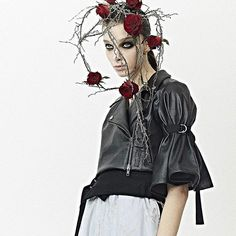 SHIROMA 2017-18A/W collection @shiroma_official  hair&make-upを冨沢ノボルが手がけています * 実力と個性を兼ね備える新進気鋭のSHIROMA 城間志保さんが手がけるファッションブランドです。 * 2013年秋冬シーズンからアプリケーションソフトやハイテクプロダクトを用いたインスタレーション形式で発表を続けています * #noboruok #noborutomizawa #冨沢ノボル #hairmake #hairmakeup #ヘアメイクアーティスト #shiroma #1718aw #amazonfashionweektokyo #pank #rose