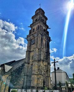 Eglise Saint-Thomas Landerneau . . . #716lavie #travelwriter #instatravel #tourism #travelblogger #traveldeeper #travelling #trip #wanderlust #travelphoto #travelingram #aroundtheworld #traveler #tourist #wanderer #getaway #photodujour #picoftheday #adventurer #travel #bretagne