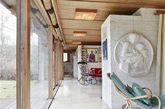 Bostäder till salu – Din lokala mäklare i Bromma – Ålstens Fastighetsbyrå Funchal, Lake Cottage, Deep Purple, Scandinavian Design, House Tours, Modern Architecture, Bungalow, Inspiration, Furniture
