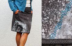 Rock mit Monogramm- Action Painting und Stickerei auf Stoff