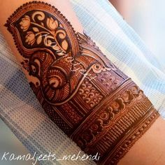 Best Peacock Mehndi Designs - Classical Indian Mehndi designs have a few elements which are much loved, traditional, yet unique in their rendering over the passage of time. These include tikkas, mango motifs, florals and peacocks. Peacock Mehndi Designs, Mehndi Designs Feet, Latest Bridal Mehndi Designs, Legs Mehndi Design, Mehndi Designs 2018, Mehndi Designs For Girls, Stylish Mehndi Designs, Dulhan Mehndi Designs, Mehndi Design Pictures