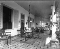 COLLECTIE TROPENMUSEUM Voorgalerij gastenverblijven Hotel des Indes Batavia TMnr…