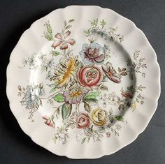 Entertain, gather, and turn your house into a home that's undeniably yours with the Sheraton (Floral Center) Dinner Plate by Johnson Brothers. Johnson Brothers China, Johnson Bros, Tea Sets Vintage, Vintage Floral, Vintage Dishes, Vintage Dinnerware, China Dinnerware, Small Tea, Dinner Plates