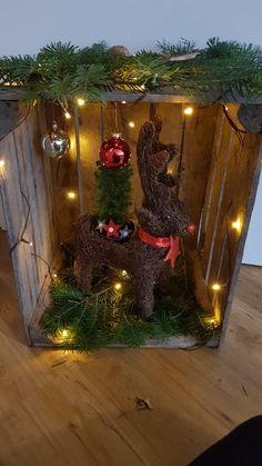 Christmas Projects, Christmas Crafts, Christmas Table Decorations, Holiday Decor, Christmas Program, Dollar Tree Crafts, Xmas Tree, Beautiful Christmas, Ladder Decor