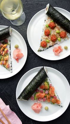 Salmon Pizza We're adding fish to your pizza. And no, we're not talking anchovies. Sushi Recipes, Asian Recipes, Cooking Recipes, Healthy Recipes, Sushi Pizza Recipe, Sushi Sandwich, Sushi Burger, Cooking Food, Eat Healthy