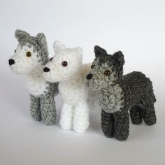 Teensy crochet wolves...♥ ! would be great gifts for Cubs