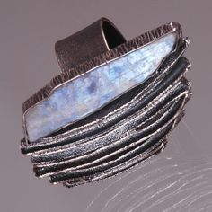 Lada Vosejpková - P 13 - Ring: oxidized silver, moonstone (SW)