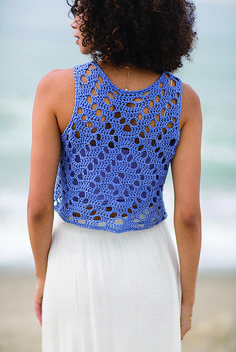 Try out filet crochet with this cute Spiral Seashell Top featuring spiral patterning reminiscent of a seashell. Find this pattern by Nicoletta Tronci in Interweave Crochet SummerThe cutest cotton crop top pattern featuring spiral patterning perfect f Débardeurs Au Crochet, Interweave Crochet, Crochet Woman, Filet Crochet, Crochet Stitches, Crochet Patterns, Easy Crochet, Crochet Borders, Crochet Squares