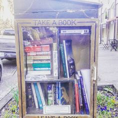 * There is a #bookbox in front of @brighterdaynaturalfoods 👌 I gave one #frenchbook and 2 french #magazines 📚📰 When I will finish some more I will gave them too and I will see if the people were interested by french 😄 probably not but I don't want to throw them away ♻  *En face de la biocop de #savannah il y a une #boîteàlivre 👌 J'y ai donné un livre et deux magazines en français 😄 Quand j'en finirai d'autres je les donnerai ici aussi et je verrai si ceux là sont partis. Je ne veux pas…