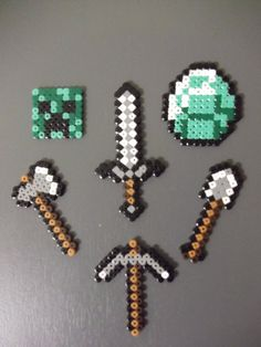 Minecraft - need to find my perler beads now! Minecraft Diy, Minecraft Beads, Minecraft Bedroom, Minecraft Stuff, Minecraft Furniture, Minecraft Skins, Minecraft Buildings, Pearler Beads, Fuse Beads