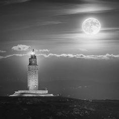 Torre de Hércules con la última super luna a su ladito vía @neorodan #Galicia #SienteGalicia