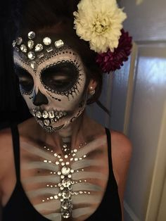 Sugar skull - Jewels - Day of the dead - Makeup - Dia de los muertos - halloween. Hallowen Food , Sugar skull - Jewels - Day of the dead - Makeup - Dia de los muertos - halloween. Sugar skull - Jewels - Day of the dead - Makeup - Dia de los muert. Visage Halloween, Maquillage Halloween Simple, Halloween Inspo, Halloween Makeup Looks, Halloween Halloween, Halloween Skull Makeup, Halloween Costumes, Candy Skull Makeup, Candy Skulls