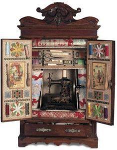 Éste es el costurero de juguete antiguo más completo y bonito con el que me he encontrado hasta ahora. Es de 1890 y no le falta un detalle. Encontrado en Entrealgodones Patchwork