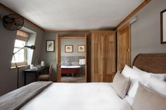 A London Tourist Guide. You Don't Need A Travel Agent To Pick A Great London Hotel. A great hotel turns your vacation into a fantasy. Country Modern Home, Country Style Homes, Best Hotel Deals, Best Hotels, Cheap Boutiques, Week End En Famille, Wooden Panelling, Hotel Safe, Hotel Interiors
