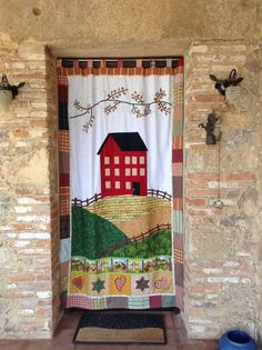 Cortina Patch Quilt, Applique Quilts, Quilt Block Patterns, Quilt Blocks, Patchwork Curtains, Watercolor Quilt, Cute Curtains, Diy Crafts For Home Decor, Quilted Gifts