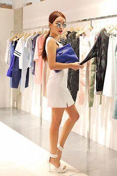 Today's Hot Pick :ラインポイント前スリットノースリーブワンピース http://fashionstylep.com/SFSELFAA0025426/stylenandajp/out