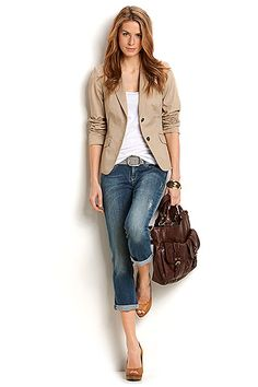 I love rolled jeans, high heels and a blazer! Effortless yet cute