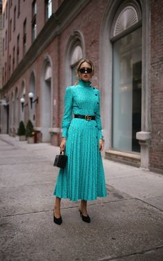 fall florals alessandra rich blue floral victorian pleated high neck dress black slide pumps black small box bag leather belt black sunglasses net a porter new york fashion week street style nyfw Style Année 70, Style Retro, 70s Fashion, Girl Fashion, Fashion Dresses, Fashion Hair, Fashion Black, Modest Fashion, Korean Fashion