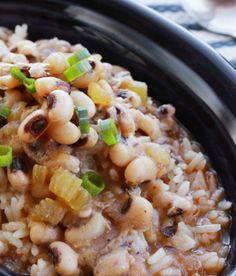 When you need to feed a large group in a pinch, Hoppin' John black eyed pea stew is an ideal go-to recipe. It's budget-friendly and the final product is delicious and impressive! - Everyday Dishes & DIY