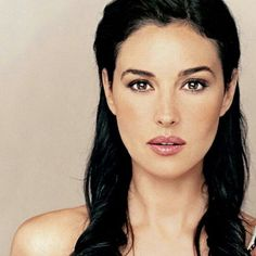 Picture of Monica Bellucci Beautiful Celebrities, Most Beautiful Women, Beautiful People, Italian Women, Italian Beauty, Timeless Beauty, Classic Beauty, Flawless Beauty, Provocateur