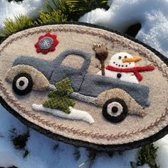 Hoping this happy, wooly snowman in the back of a vintage, wooly truck helps put a smile on your face this winter morning. Penny Rug Patterns, Wool Applique Patterns, Felt Applique, Print Patterns, Felt Christmas Decorations, Felt Christmas Ornaments, Christmas Crafts, Cowboy Christmas, Primitive Christmas