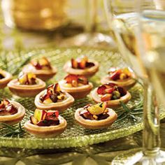 Brie Tartlets With Grape Relish - Holiday Appetizer Recipes - Southern Living Finger Food Appetizers, Appetizer Dips, Best Appetizers, Appetizer Recipes, Party Appetizers, Elegant Appetizers, Thanksgiving Appetizers, Holiday Appetizers, Relish Recipes