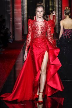 Zuhair Murad celebrates beauty, opulence and fashion in his Haute Couture Spring Summer 2017 collection. Inspired by the fireworks he has recently witnessed on the Japanese island Miyajima, Murad lights his show with Haute Couture Gowns, Haute Couture Fashion, Couture Dresses, Fashion Dresses, Red Colour Dress, Red Gowns, Luxury Dress, Red Fashion, Beautiful Gowns