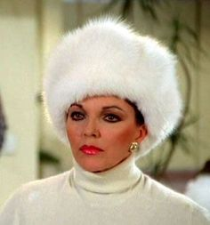 """Alexis Carrington Colby (Joan Collins) in """"Dynasty"""" V Drama, Alexis Carrington, Dynasty Tv Show, Wooly Hats, Fur Hats, Der Denver Clan, Dame Joan Collins, Very Beautiful Woman, Beautiful People"""