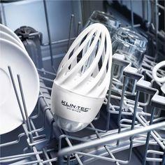 Dispositivo que desinfecta el lavavajillas mediante rayos UVA