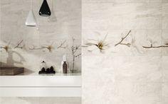 Kamień, kwiatowa dekoracja, beżowa łazienka. Stone flowers - Opoczno - naturalny surowiec odwzorowany na płytkach sprawdzi się w każdej łazience. Dekor z motywem kwiatowym ożywi wnętrze.