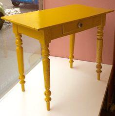 keltainen puupöytä . korkeus 71cm . leveys 90cm . syvyys 49cm . #kooPernu