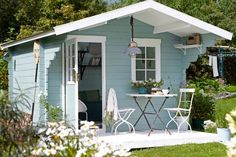 Large pastel garden shed - In Need Of Shed Color Ideas? British bunting on a garden shed. A beautiful shabby chic garden shed. Modern Cottage, Shabby Chic Cottage, Small Garden Kitchen, Shed Design, Garden Design, Wall Design, Jardin Style Shabby Chic, Shed Colours, Shed Color Ideas