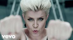 Music video by Robyn performing Dancing On My Own. (C) 2010 Konichiwa / Cherrytree / Interscope Records Buy the HBO Girls' soundtrack now featuring Robyn! ht...