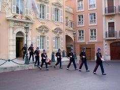 Relève de la Garde devant la caserne (Monaco Ville)