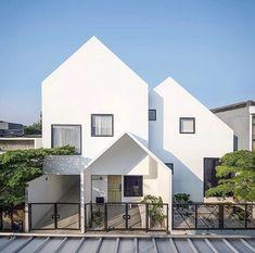 Modern Small House Design, Small Modern Home, Minimalist House Design, Minimalist Architecture, Modern Architecture, Style At Home, Facade Design, Exterior Design, House Outside Design
