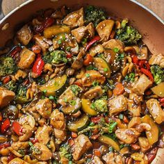 This Chicken Stir Fry Recipe is so much better than takeout! The chicken with vegetables in a garlic ginger soy sauce with honey is the perfect balance of sweet and savory. Garlic Chicken Stir Fry, Honey Soy Chicken, Braised Chicken, Chinese Chicken Stir Fry, Chicken Vegetable Stir Fry, Soy Sauce Chicken, Keto Chicken, Venison Stir Fry Recipe, Stir Fry Recipes