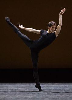 "crystalline-pleasure: ""Vincent Chaillet - Hannah O'Neill Herman Schmerman, William Forsythe @ Paris Opera Ballet © Anne Ray (Deniau) "" Male Ballet Dancers, Ballet Boys, Ballet Art, Human Reference, Art Reference Poses, Paris Opera Ballet, Human Poses, Dance Tights, Dance Poses"