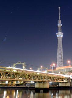 mainichi.jp ふたご座流星群:漆黒の夜空にくぎ付け
