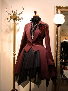 "Lolita clothing refers to clothing based on Gothic, sweet and retro styles. Lolita clothing is usually designed on the basis of ""dolly-like"" lace, lace, lace Gothic Dress, Lolita Dress, Gothic Lolita, Steampunk Fashion, Victorian Fashion, Gothic Fashion, Moda Lolita, Cosplay Outfits, Visual Kei"