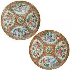 Par de pratos rasos de forma circular de porcelana Cia das Índias.