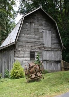 Old barn in Maggie Valley, North Carolina Country Barns, Country Life, Country Living, Country Roads, Country Charm, Barn Pictures, Barns Sheds, Farm Barn, Red Barns