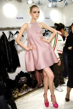 fashionfunhouse: misslkate: Vlada Roslyakova Simple, Elegant and Beautiful. high fashion blog here! #oscar #party #entertain in style