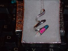 """LOOK!!!!! A STUNNING STERLING SILVER WHITE, PINK AND BLUE FIRE OPAL NECKLACE AND 20"""" SS CHAIN"""
